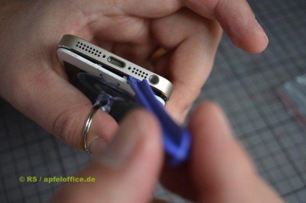 iPhone Display-Einheit vom Gehäuse lösen