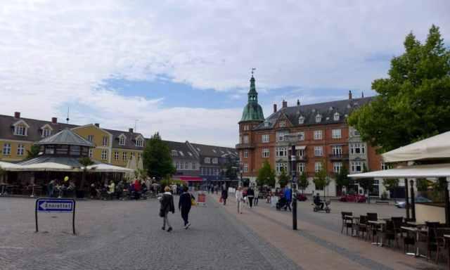 Die charmante Innenstadt von Hillerød.  Ein tolles Ausflugsziel in Nordseeland