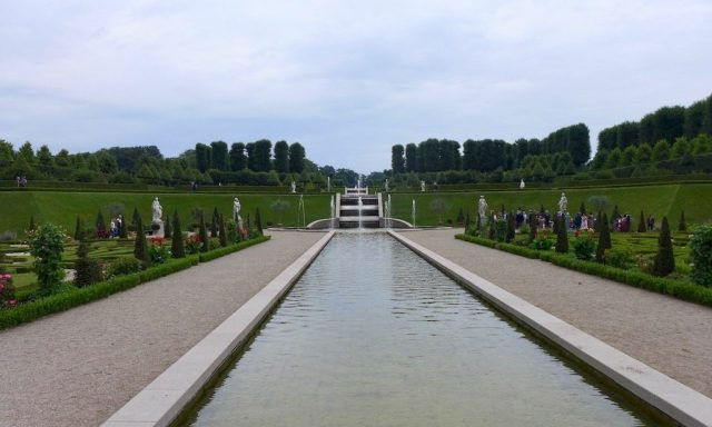 Der Schlossgarten von Slot Frederiksborg in Hillerød.  Ein tolles Ausflugsziel in Nordseelan