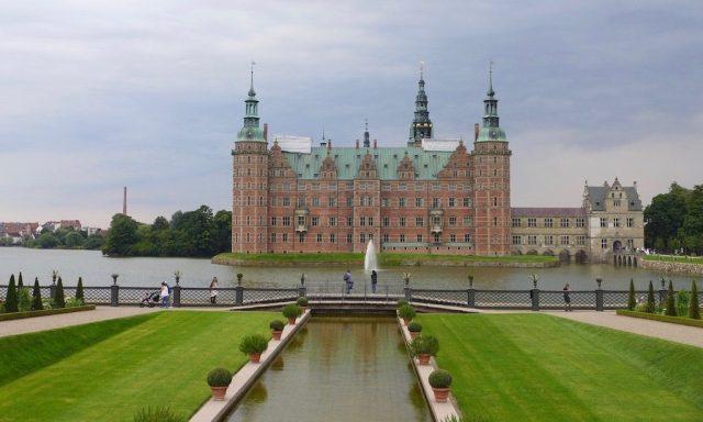 Das Schloss Frederiksborg, ein beliebtes Ausflugsziel in Nordseeland