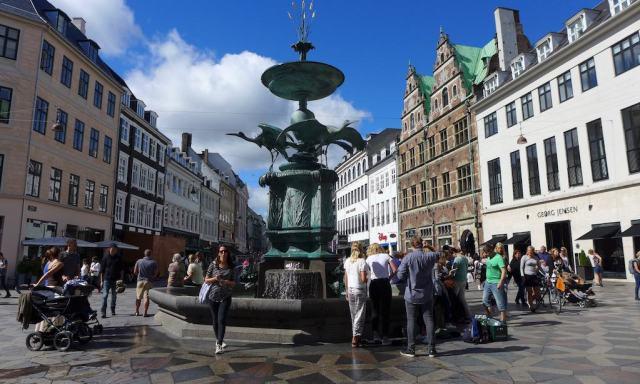 Amagertorv in Kopenhagen, und der Storchenbrunnen