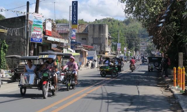 Tricycles in den Straßen von Cardona auf den Philippinen