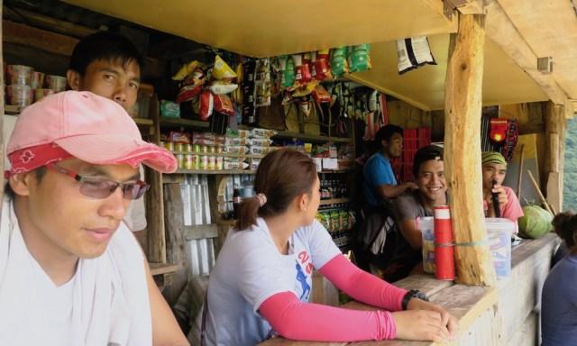 Kiosk und Einheimische in Batad auf dem Amphitheater