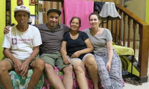 Ein Halbphilippino, seine deutsche Frau zu Besuch bei der Philippinischen Familie