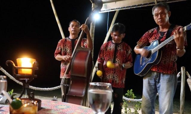 Die Musiker des Coco Grove Resort geben den Coco Grove Urlaubern ein Begrüßungskonzert