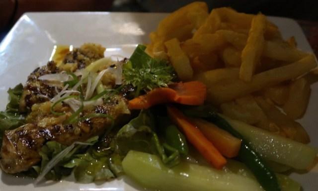 Abendessen im Sunset Restaurant des Coco Grove Resorts