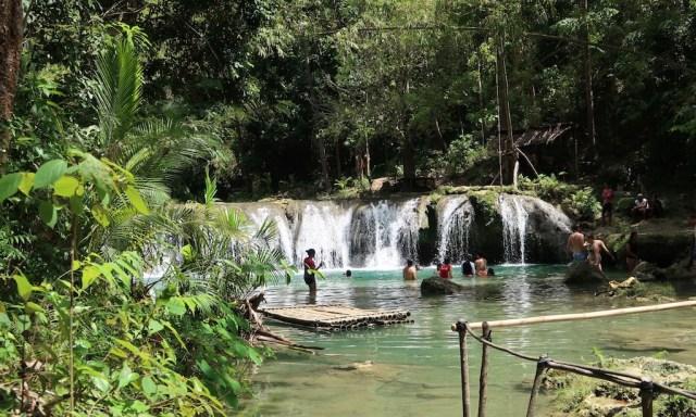 Waterfalls zwei der Cambugahay Falls