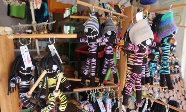 Voodoo Puppen am Souvenir-Stand auf Siquijor