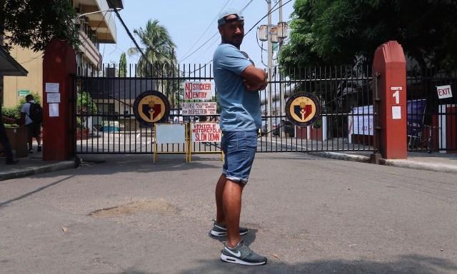 Bendja am Eingang der Philippine Sport Commission