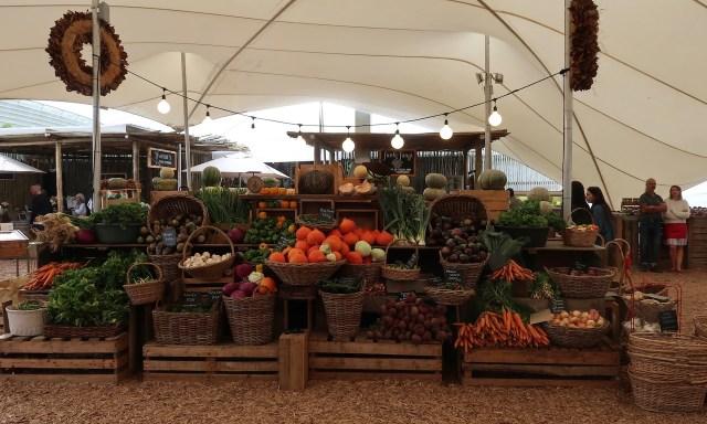 Obststand im Oranjezicht Market in Kapstadt