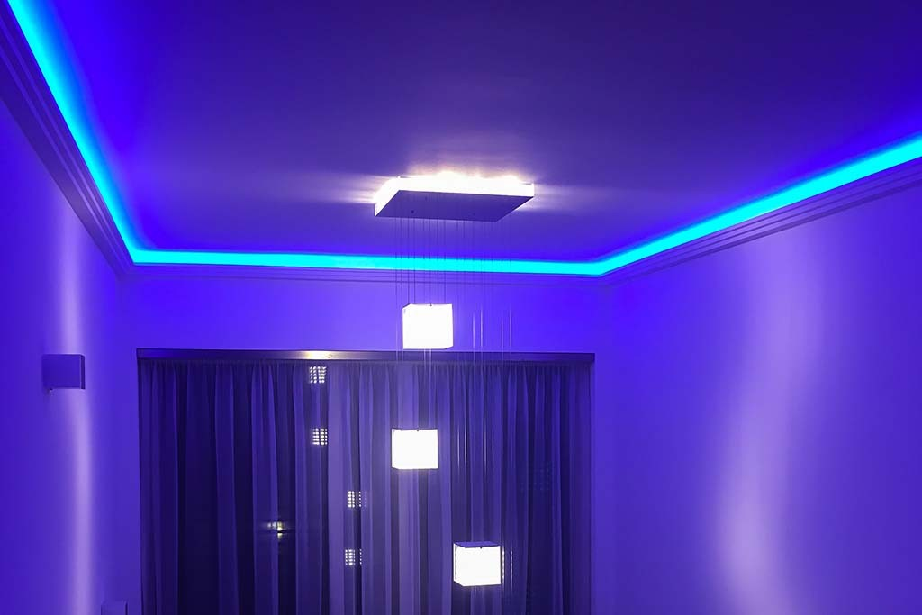indirect lighting of the ceiling with