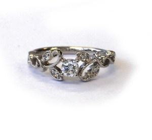 【カスタマイズ例】お母様から譲られた婚約指輪をご自身の婚約指輪にリフォーム。