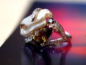 【カスタマイズ例】使わなくなってしまった真珠のリングをまったく新しいデザインにリフォーム。