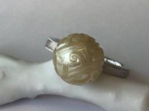 【カスタマイズ例】タヒチ真珠に美しいカービング。まるでアンティークレースのような風合い。