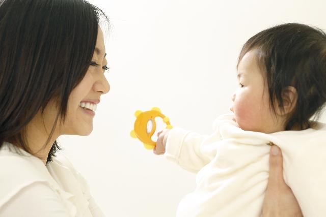 【ママ必見】赤ちゃんがいてもおしゃれにジュエリーは着けられる!その着け方とは?|ベーネベーネ