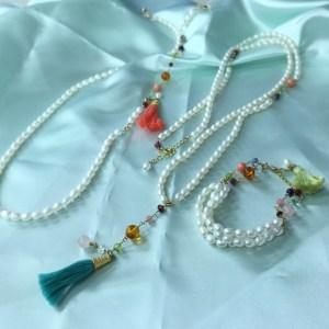 【開催終了】2月4日(土)【立春大吉ワークショップ】2017年風水ラッキーアイテムは<水>。 女性性を司る水の気を持つ真珠と陰陽五行からくる毎月色の宝石を組みあわせて素敵な開運アクセサリーを作りましょう。