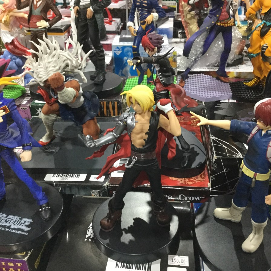 I wanted these three figures....plus it looks like Todoroki is praying for Edward lol