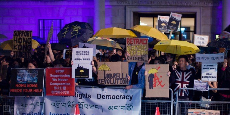 wp-1400-UmbrellaProtestLondon-20141001-0008-(by Benedict Young)