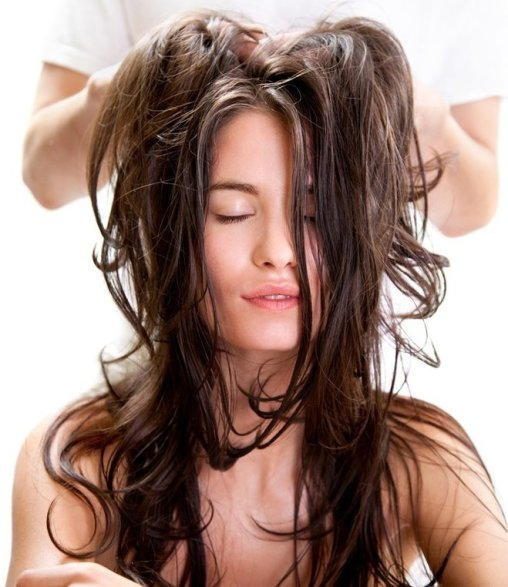 Argan-oil-for-hair-for-deep-moisturizing-treatment