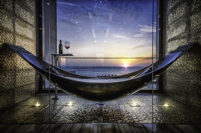 Hammock bathtub