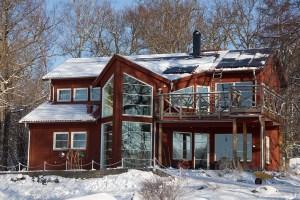 Snö på solcellerna på morgonen (kl. 08:27).