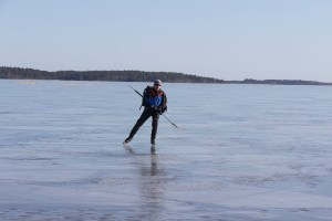 En lysande skridskodag idag. Bengt på Granfjärden.