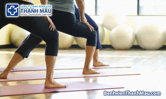 thoái hóa khớp gối có nên tập yoga không