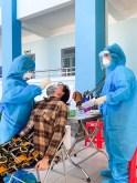 Bệnh Viện Thánh Mẫu hỗ trợ thành phố lấy mẫu xét nghiệm COVID-19