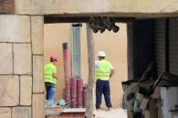 Obreros trabajando en los vestuarios