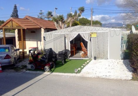 A used caravan for sale on Camping Arena Blanca in Benidorm