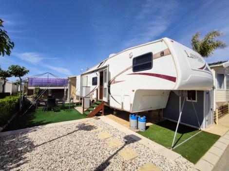 Resale fifth wheel on Camping Almafra Campsite in Benidorm