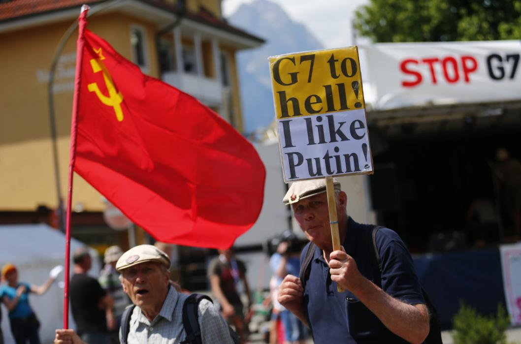 Two elederly G7 opponents arrive at the protestor's camp on the outskirts of Garmisch-Partenkirchen