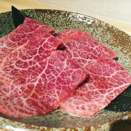 """A5和牛の""""とうがらし""""こんばんは べんてんです。赤身の王道ともいえる部位""""とうがらし""""さっぱりしていますが、噛むほどに肉の旨味が溢れ出てきます。是非、ご賞味ください。赤身肉と塩ホルモン べんてん東京都清瀬市松山1-14-1電話07028223432 営業時間  17:00~25:00年中無休#べんてん #清瀬 #焼肉 #肉 #赤身肉 #塩ホルモン #ホルモン #強炭酸 #レモンサワー #ハイボール #a5ランク #和牛 #とうがらし"""
