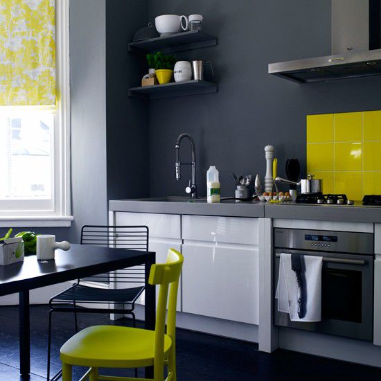 Những gam màu kỳ lạ, ấn tượng trên tủ và tường bếp