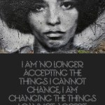 "Citat af Angela Davis: ""I am no longer accepting the things I cannot change, I am changing the things I cannot accept."" Originalfoto: Thierry Ehrman (fra flickr.com). Citatillustration: Maria Busch"