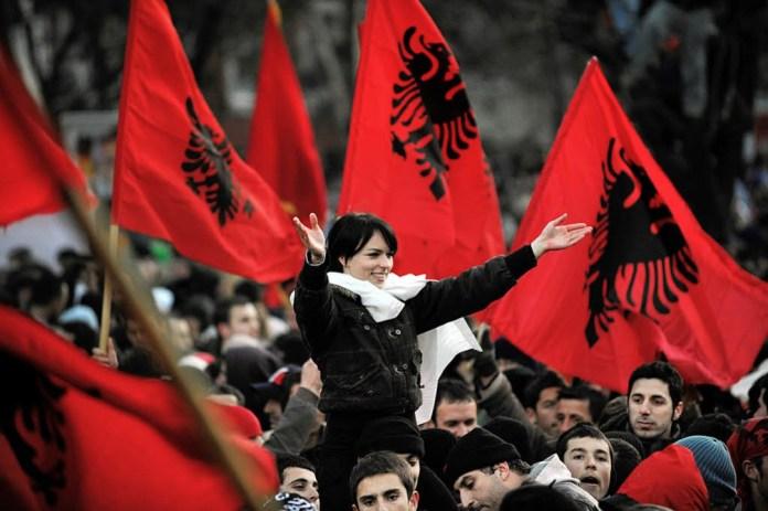 Indeksi i OKB/ Shqiptarët më të palumturit në Europë dhe më të korruptuarit