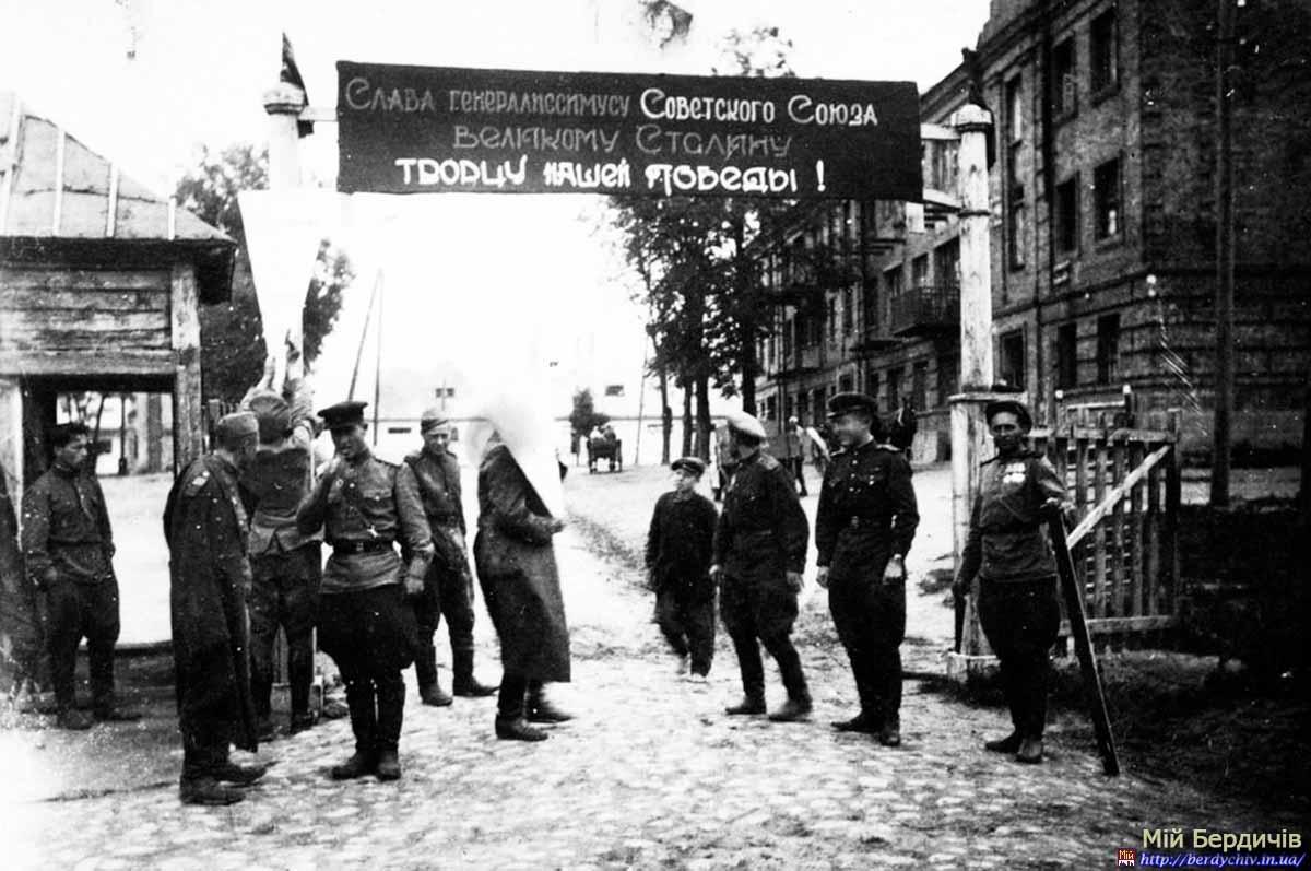 Післявоєнна відбудова та мирне життя (1945-1991 рр.) -