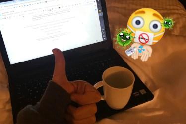 görselde beyaz yatak örtüsü üzerinde siyah bir laptop var ve laptopun üzreinde beyaz bir kupada çay var. elim görünüyor sol altta okey işareti yapmışım. ayrıca fotoğrafın sağ üstünde bir şaşkın emoji ve virüs emojileri var.