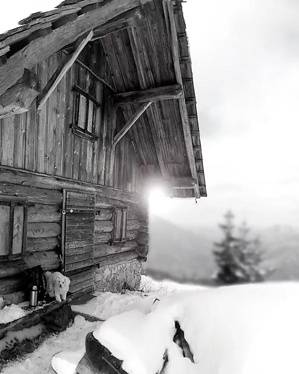 Hütte vor dem Gipfelanstieg zum Eibenberg