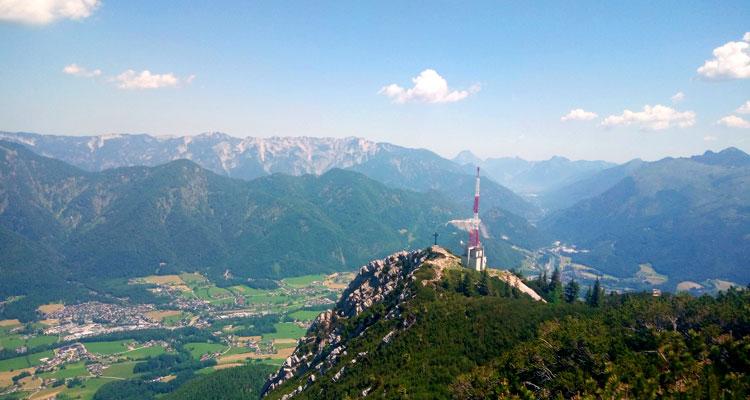 Aussicht auf die Katrin (Gipfelkreuz der Katrin) und Bad Ischl