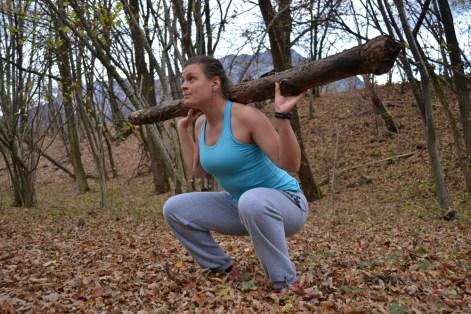 Kniebeugen mit Zusatzgewicht.