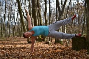 Abduktoren trainieren: Bein abspreizen