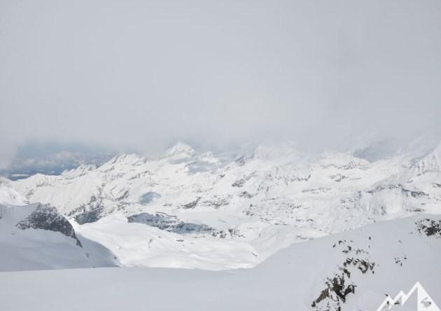Blick ins Tal am flachen Gletscher kurz vor der Granatspitze.