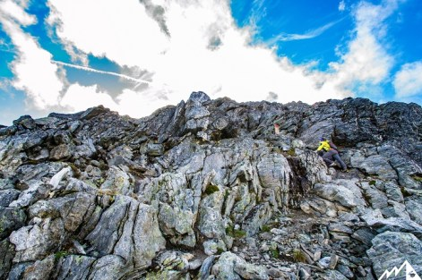 Leichte Kletterpassage auf den Bispen.