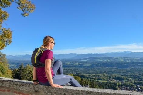 Hier sitzt man gerne etwas länger und genießt die grandiose Aussicht auf den Alpenhauptkamm.