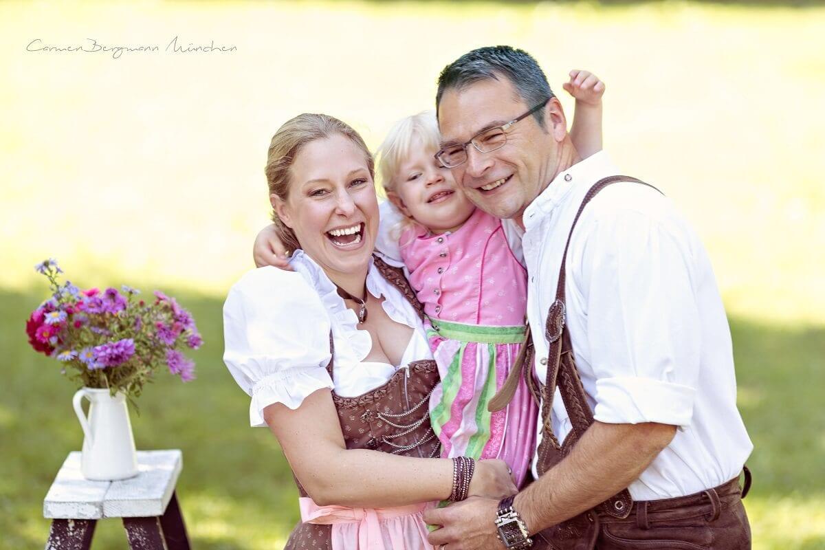 Trachten Shooting mit Familie in Muenchen Carmen Bergmann Fotografie Outdoor