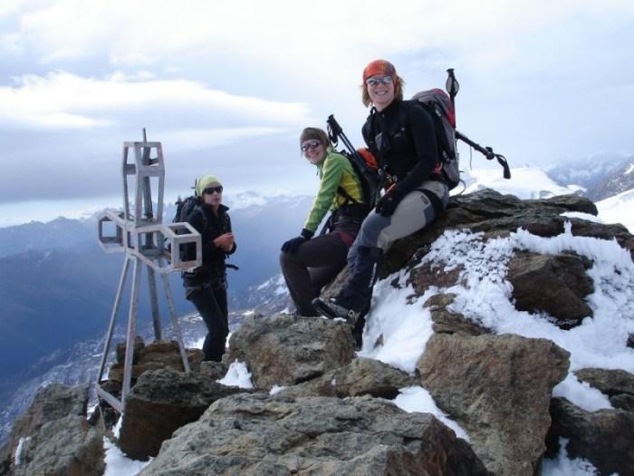 Mit drei Frauen am Gipfel
