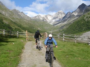 Gemütliche Abfahrt mit dem Mountainbike