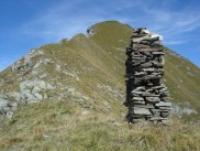 Abstieg über den Grasgrat zum grossen Steinmandl