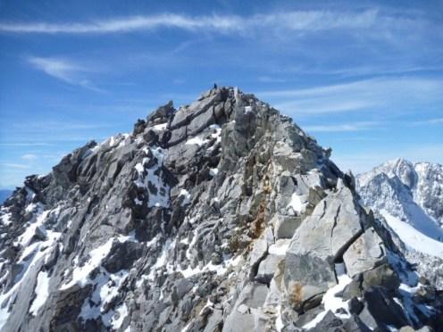 Brüchiger Fels kurz vor dem Gipfel